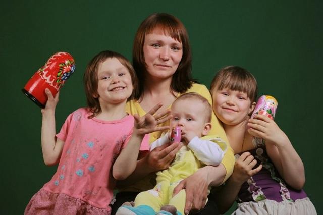 Выплаты многодетным семьям в 2021 году в России